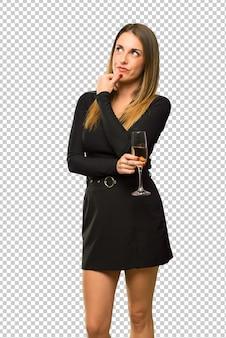 Mulher, com, champanhe, celebrando, novo ano 2019, pensando uma idéia