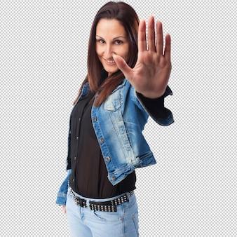 Mulher fazendo o gesto de parada