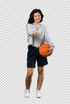 Mulher jovem, basquetebol jogando, com, polegares cima, porque, algo, bom, aconteceu