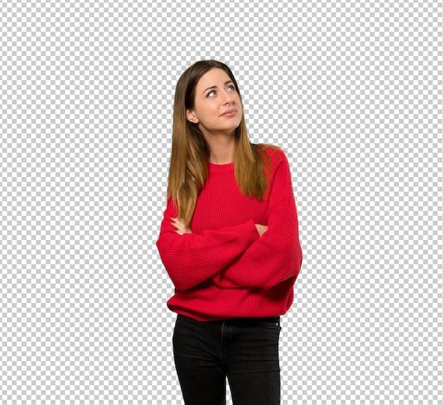 Mulher jovem, com, camisola vermelha, olhar, enquanto, sorrindo