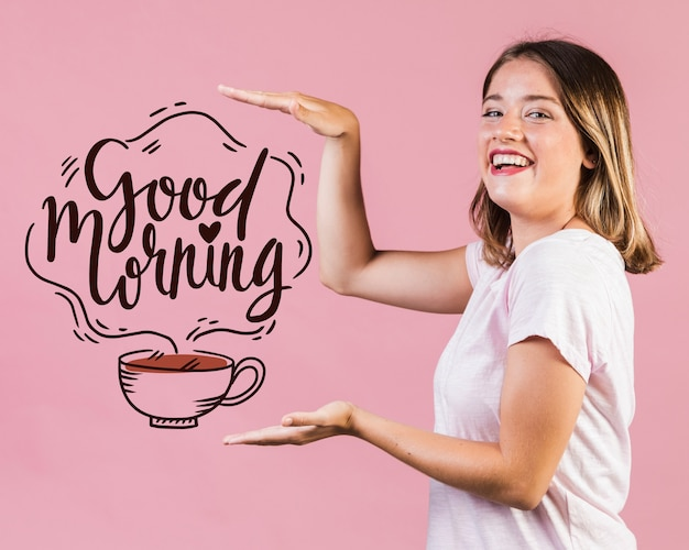 Mulher jovem sorridente, mostrando uma mensagem positiva