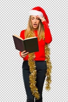 Mulher loira vestida para as férias de natal