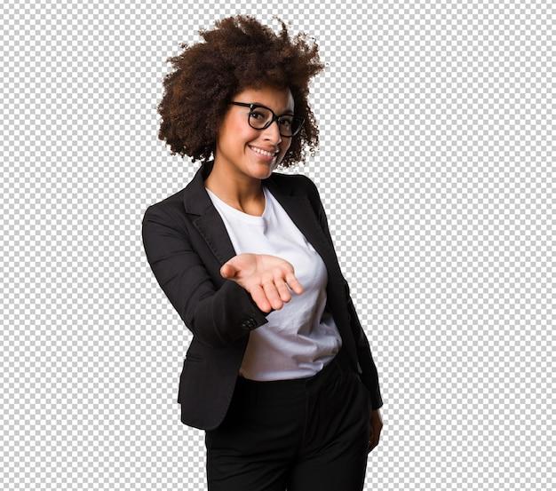 Mulher negra de negócios oferecendo algo