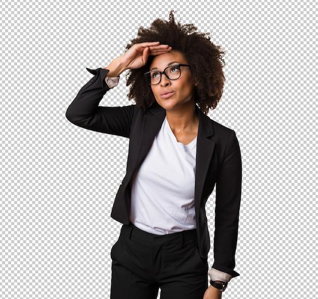 Mulher negra de negócios olhando longe