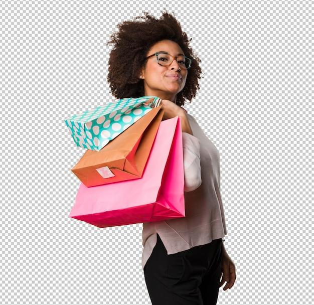 Mulher negra, segurando sacolas de compras