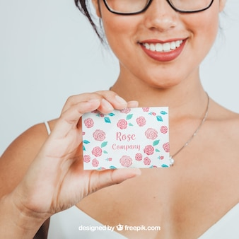 Mulher, sorriso e maquete do cartão de visita Psd grátis