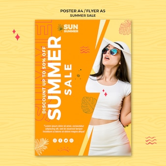 Mulher vestindo cartaz de vendas de roupas de verão
