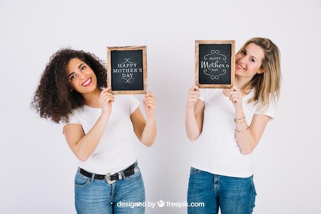 Mulheres jovens, mostrando, ardósia