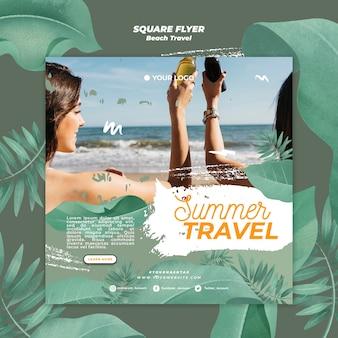 Mulheres torcendo cervejas verão viagem panfleto quadrado