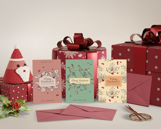 Natal comemorado com cartão e presentes