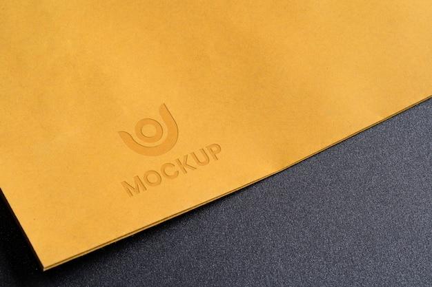 Negócios de design de logotipo mock-up em envelopes