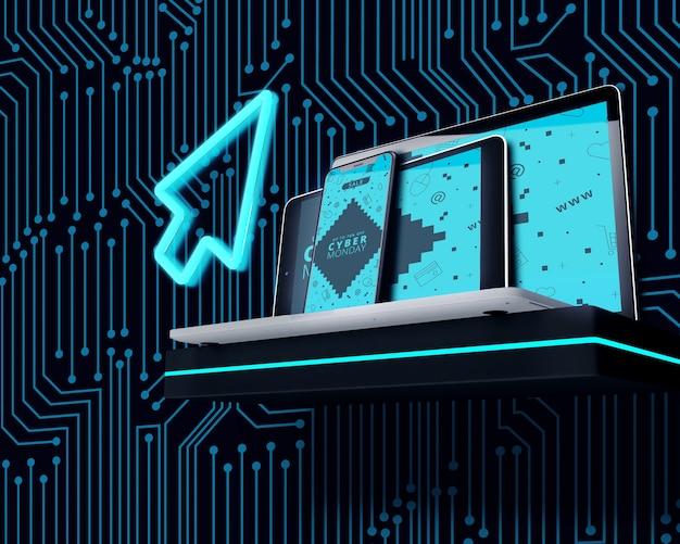 Neon clique ao lado de eletrônicos de alta tecnologia