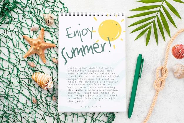 Nootebok com mensagem de verão