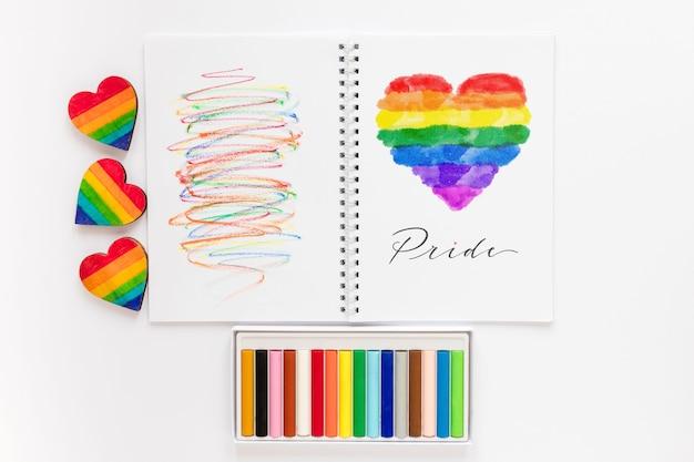 Notebook com desenho do dia do orgulho