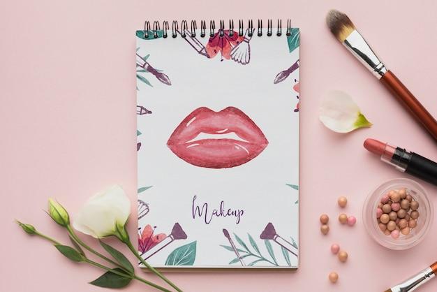 Notebook com maquete de tema de maquiagem
