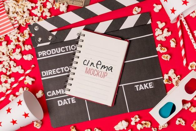 Notebook com mensagem de cinema
