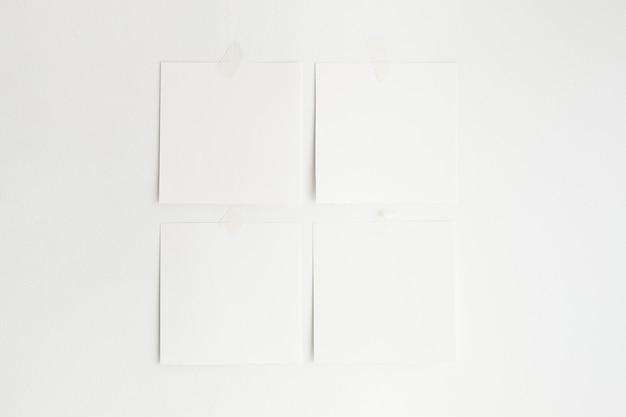 Obras de arte penduradas na parede maquete minimalista branca