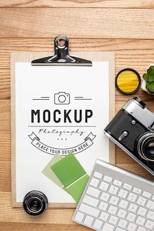 Oficina de fotógrafo com maquete de prancheta