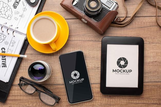 Oficina de fotógrafo com maquete de tablet e foto