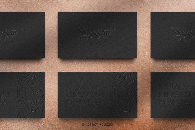 Organizar a maquete do logotipo em relevo do cartão de visita preto