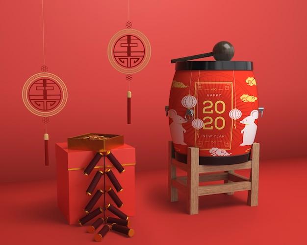 Ornamentos coloridos vermelhos para o ano novo