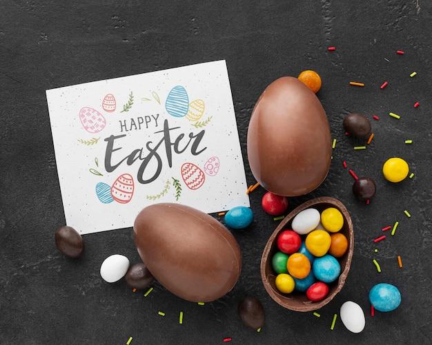 Ovos de chocolate com doces