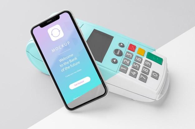 Pagamento eletrônico de simulação com smartphone e terminal de pagamento Psd grátis