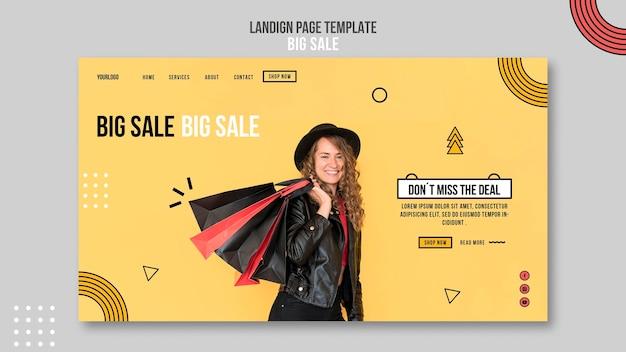 Página de destino para uma grande liquidação com uma mulher e sacolas de compras