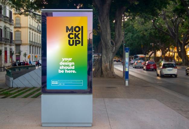 Painel de propaganda urbana ao ar livre