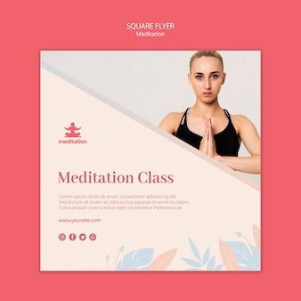 Panfleto de aulas de meditação com foto de mulher exercitando