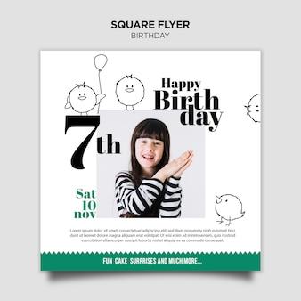 Panfleto quadrado de convite de aniversário