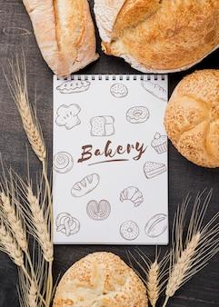 Pão e caderno