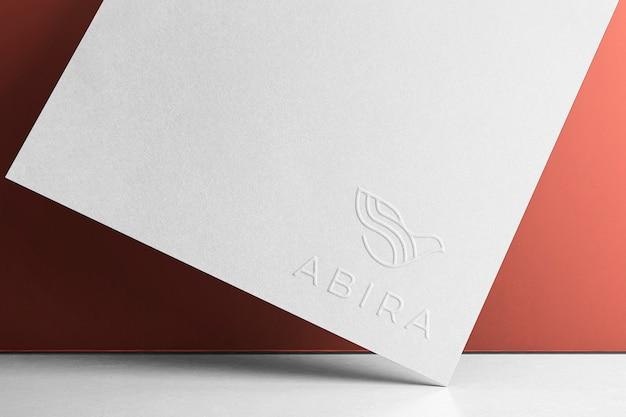 Papel de canto de maquete de logotipo em relevo