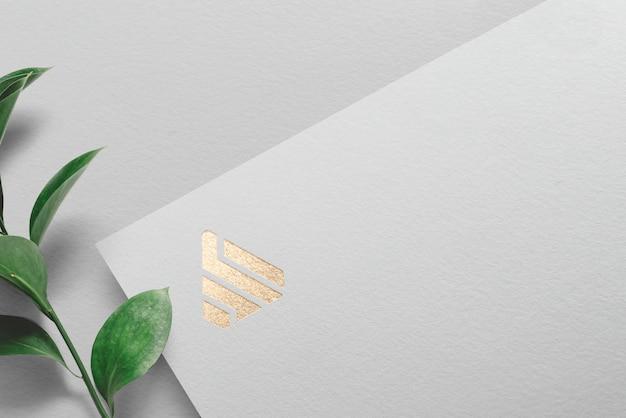 Papel de maquete de logotipo prata e ouro