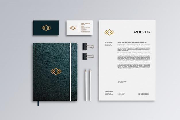Papel timbrado, cartão de visita e maquete de couro para notebook