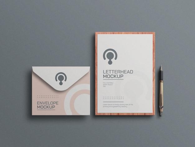 Papel timbrado mínimo com modelo de envelope e papelaria