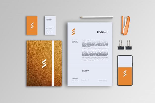Papel timbrado, telefone, cartão de visita e maquete de couro para notebook
