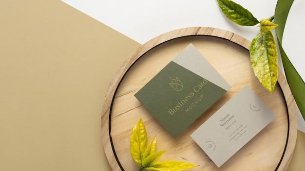 Papelaria plana com madeira e espaço de cópia