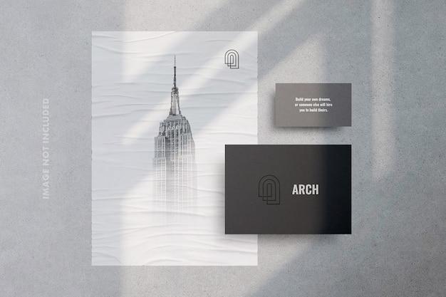 Papelaria sombra com modelo de cartaz e cartão de visita