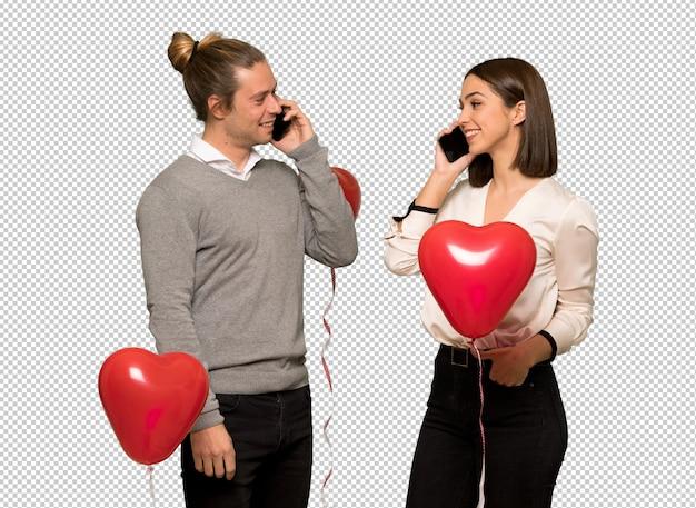 Par, em, dia valentine, mantendo, uma conversa, com, a, telefone móvel