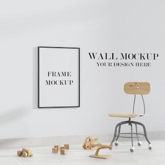 Parede vazia do quarto infantil e maquete do quadro