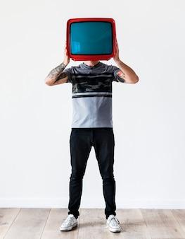 Pessoa, com, tatuagem, segurando televisão