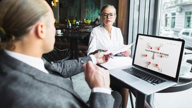 Pessoas negócio, com, laptop
