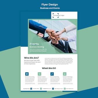 Pessoas que criam um design de negócios de panfleto de títulos