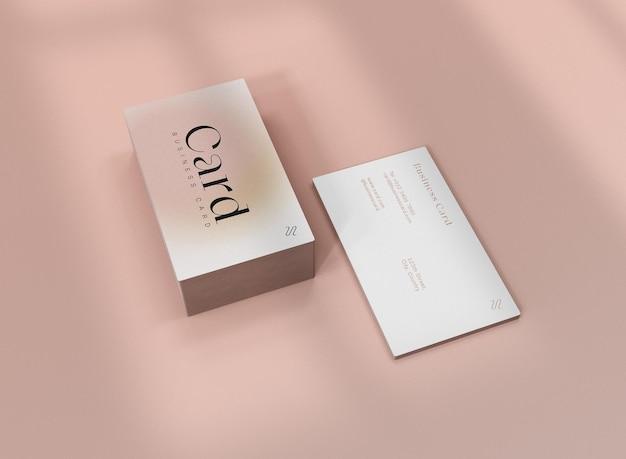 Pilha 3d de maquete de cartão de visita frontal e traseira