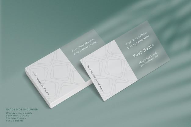 Pilha de maquete de cartões de visita com sobreposição de sombra