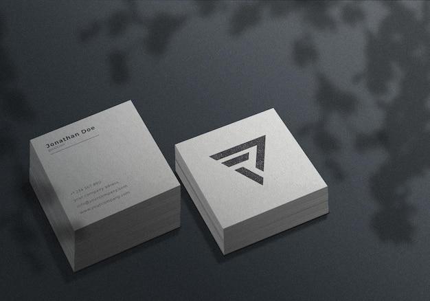 Pilha de maquete realista de cartão de visita quadrado branco