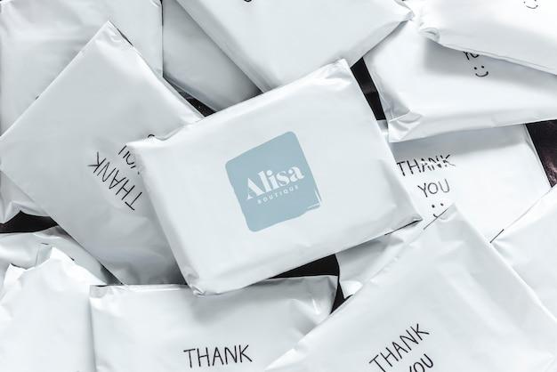 Pilha de modelos de pacote de compras on-line