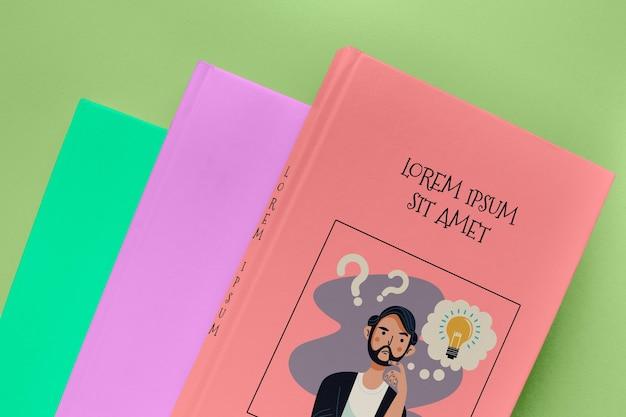 Pilha de vista superior de maquetes de livros diferentes