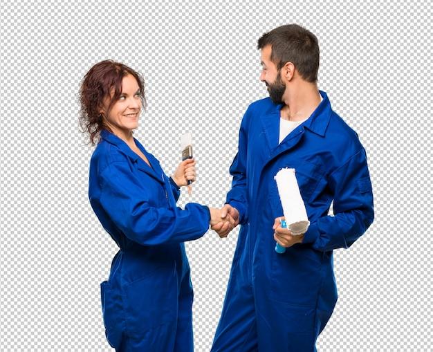Pintores apertando as mãos para fechar um bom negócio